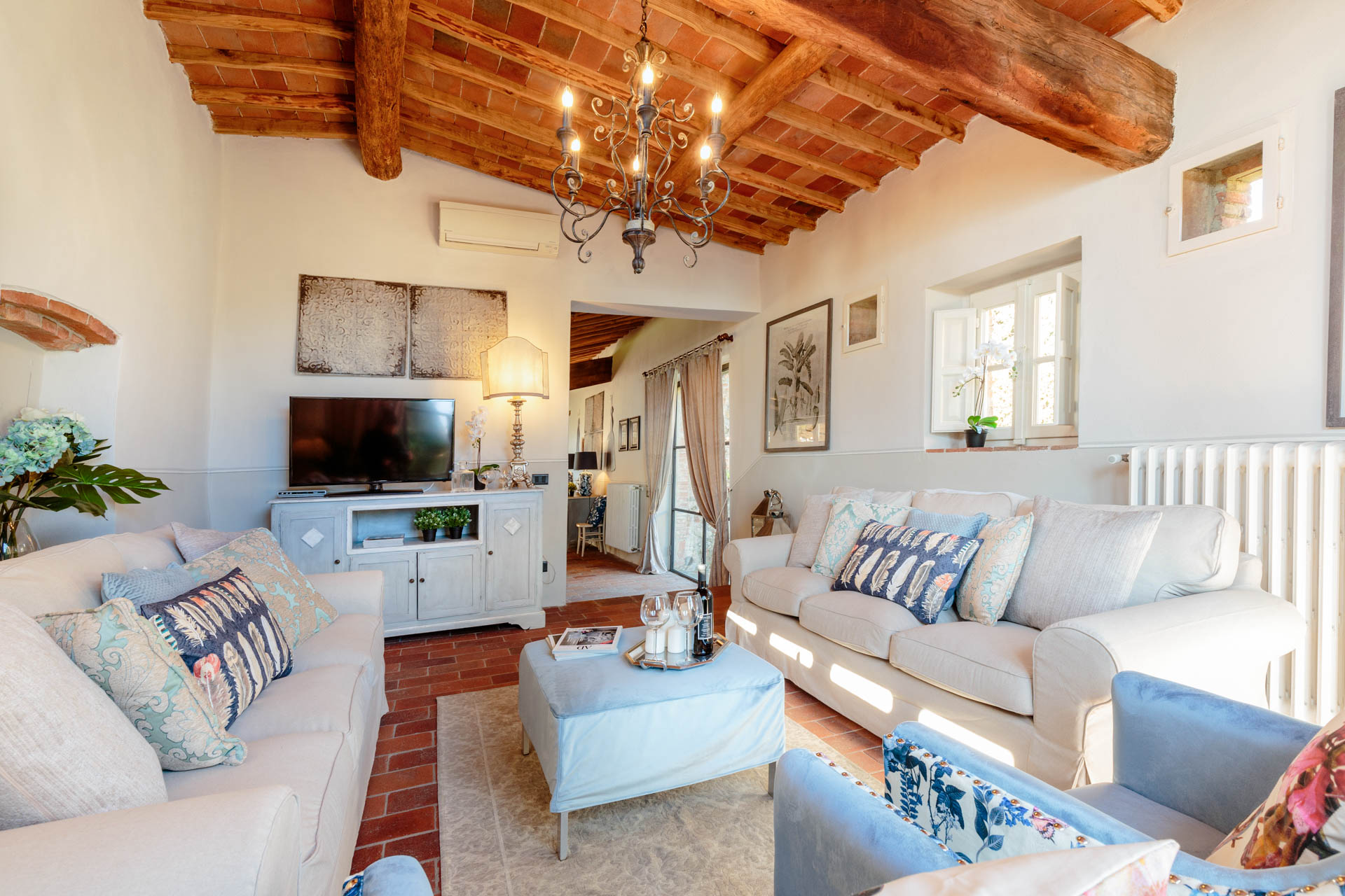 VILLA-IL-TINAIO-romantic-secluded-farmhouse-with-private-pool-and-view-in-Lucca-Tuscany50